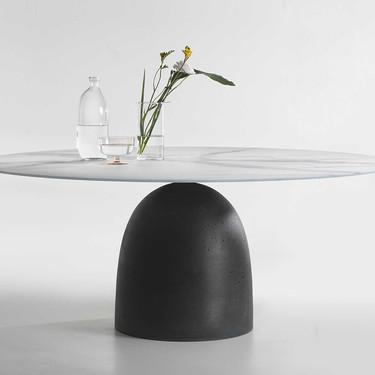 Janeiro Table, una mesa de diseño contemporáneo poco convencional, pero con materiales tan básicos que nos encanta su estilo