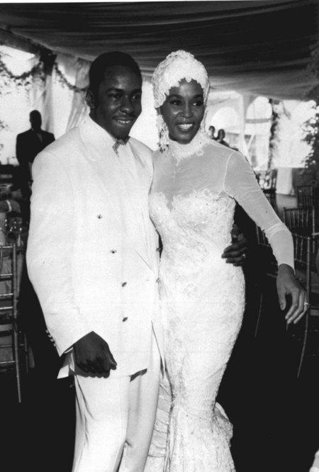 Whitney Houston Marido Bobby Brown 1992 Boda Vestido Novia