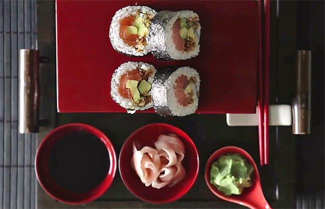 Futomaki crujiente de salmón y aguacate