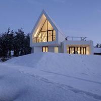 Parecen Los Alpes pero es Corea del Sur, una espectacular casa blanca en plena naturaleza
