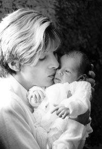 Mamás primerizas de bebés que sufren cólicos del lactante son más propensas a padecer depresión posparto