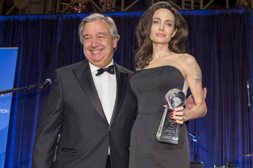 Angelina Jolie, más diva que nunca, con un vestido de Ralph & Russo que corta la respiración