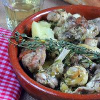 Guiso de conejo con champiñones al vino blanco, receta ligera y sencilla