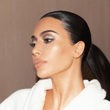 Regalos envueltos en terciopelo, la última extravagancia navideña de Kim Kardashian que podemos copiar como alternativa al papel