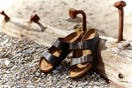 Aunque no lo creas, las sandalias de modelo Birkenstock están de regreso