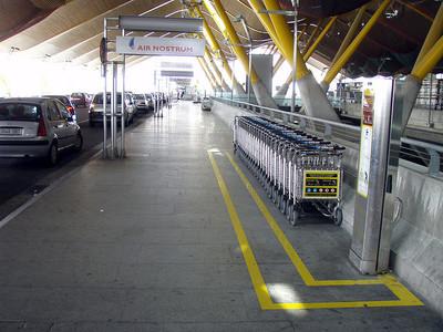Aena comenzará a cobrar por el uso de los carros para el equipaje