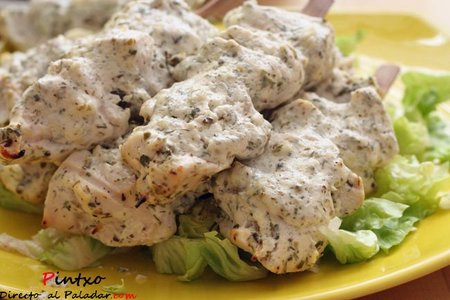 Receta de brochetas de pollo con salsa de yogur