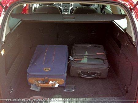 Opel Astra Sport Tourer maletero-03