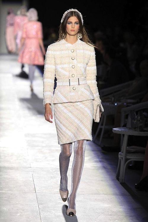 Foto de Chanel Alta Costura Otoño-Invierno 2012/2013: rosa, gris, brillos y nuevo vintage (19/61)