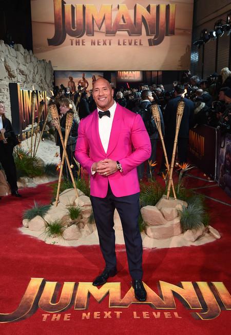Dwayne Johnson Sabe Que Los Looks De Fiesta Se Llevaran Con Color Como En Su Outfit De Alfombra Roja