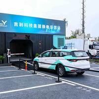 Cargar un coche eléctrico al 100 % en 1 minuto: Geely pone en marcha sus primeras estaciones de intercambio de baterías