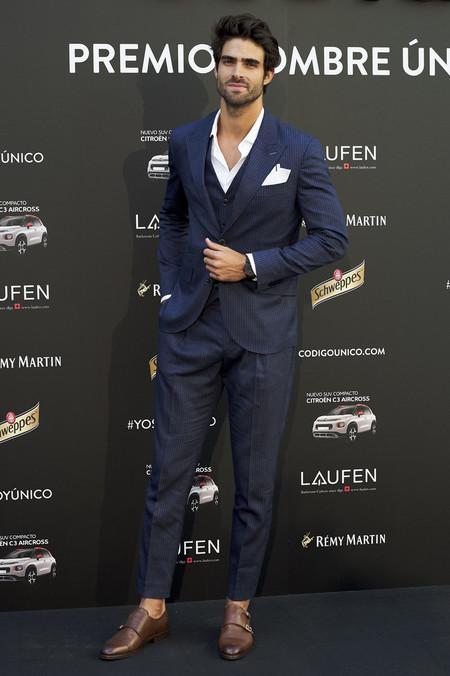 Juan Betancourt Viste El Desenfado Mas Elegante Para Los Premios Hombre Unico En Madrid 3