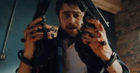 Tráiler de 'Guns Akimbo': Daniel Radcliffe se desmadra con dos pistolas atornilladas en las manos