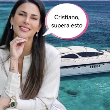 ¡Aquí hay 'money'! Carla Barber alquila un pedazo de yate y se lleva a toda su familia a Ibiza