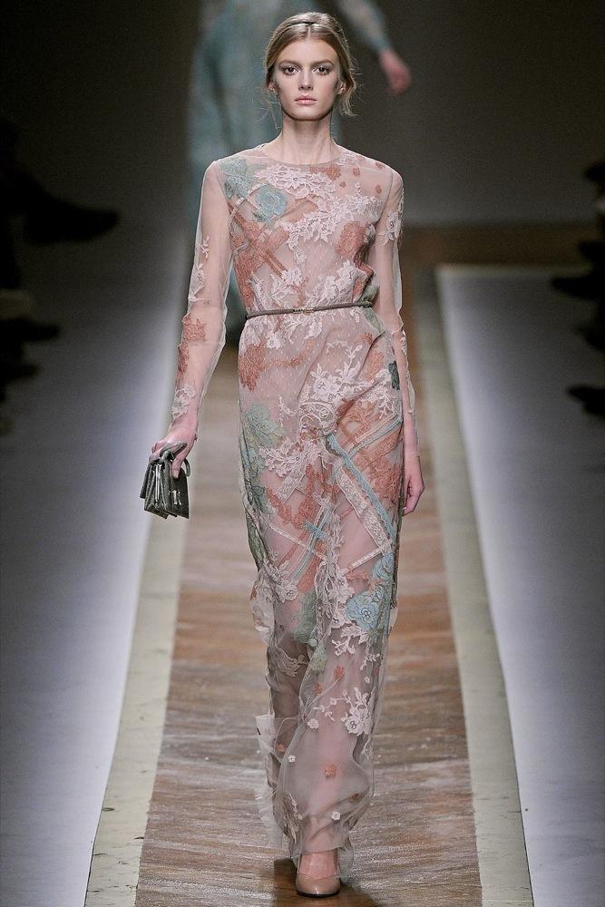 Foto de Valentino Otoño-Invierno 2011/2012 en la Semana de la Moda de París: la moda está triste (10/23)