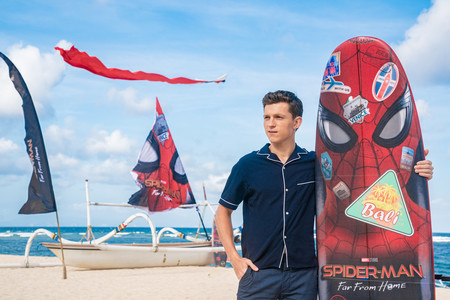 Tom Holland Revive La Camisa Pijama Para La Promocion De Spider Man En Indonesia 01