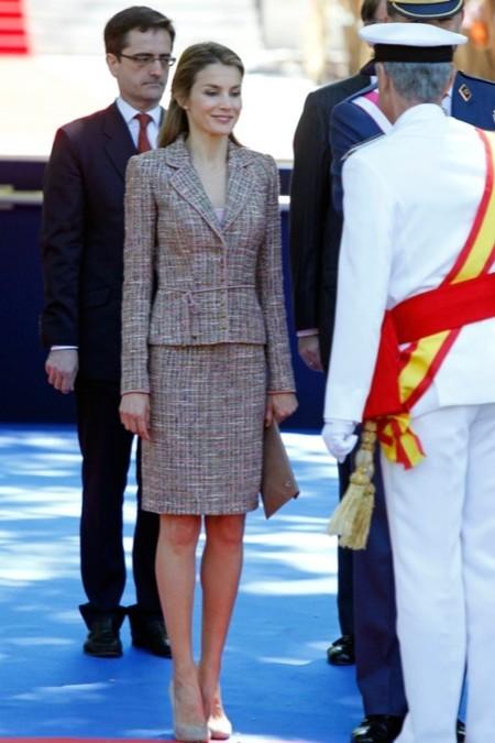 La princesa Letizia vuelve a mostrar su amor por el tweed en el Día de las Fuerzas Armadas