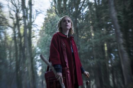Las primeras imágenes de 'Las escalofriantes aventuras de Sabrina' dejan clara la vinculación de la serie con la hechicería