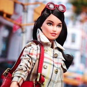 Barbie se convierte en fashion victim gracias a Coach