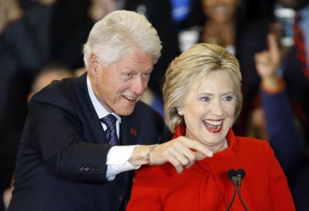 153 millones por dar discursos: así cimentan sus fortunas los expresidentes