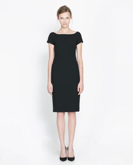 Como combinar un vestido negro ala rodilla