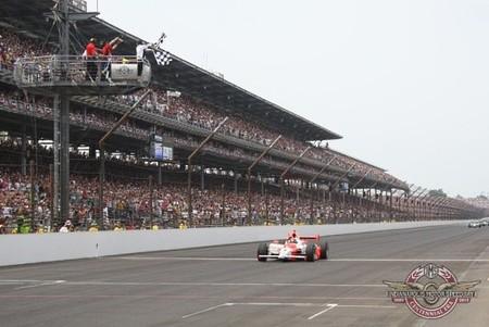 Helio Castroneves vence en la Indy 500