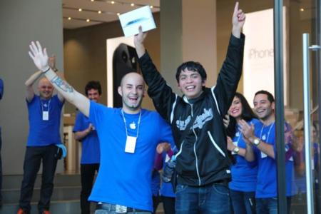 Menos gente, misma euforia: así ha sido el lanzamiento del iPad mini en Barcelona