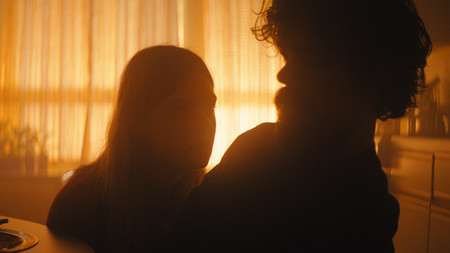 Peter Dinklage y Elle Fanning en I Think We