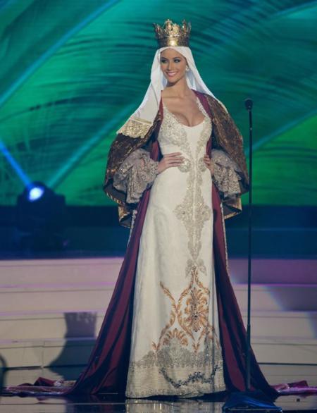 Desiré Cordero vestida de Isabel la Católica