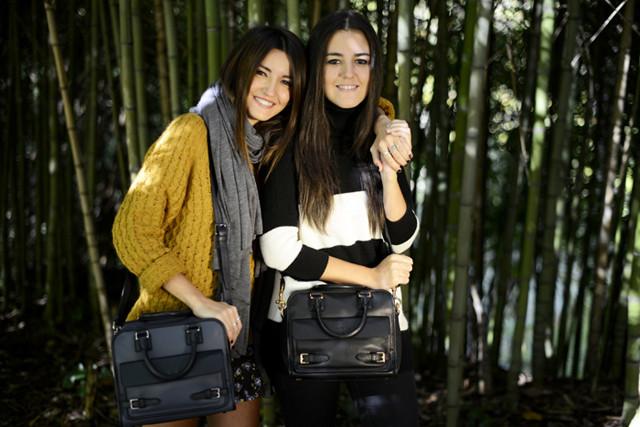 Alexandra de Lovely Pepa y su hermana para Loewe en la campaña Loewe sisters con el bolso Cruz