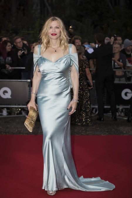 premios gq hombre del año alfombra roja red carpet look estilismo outfit celebrities courtney love