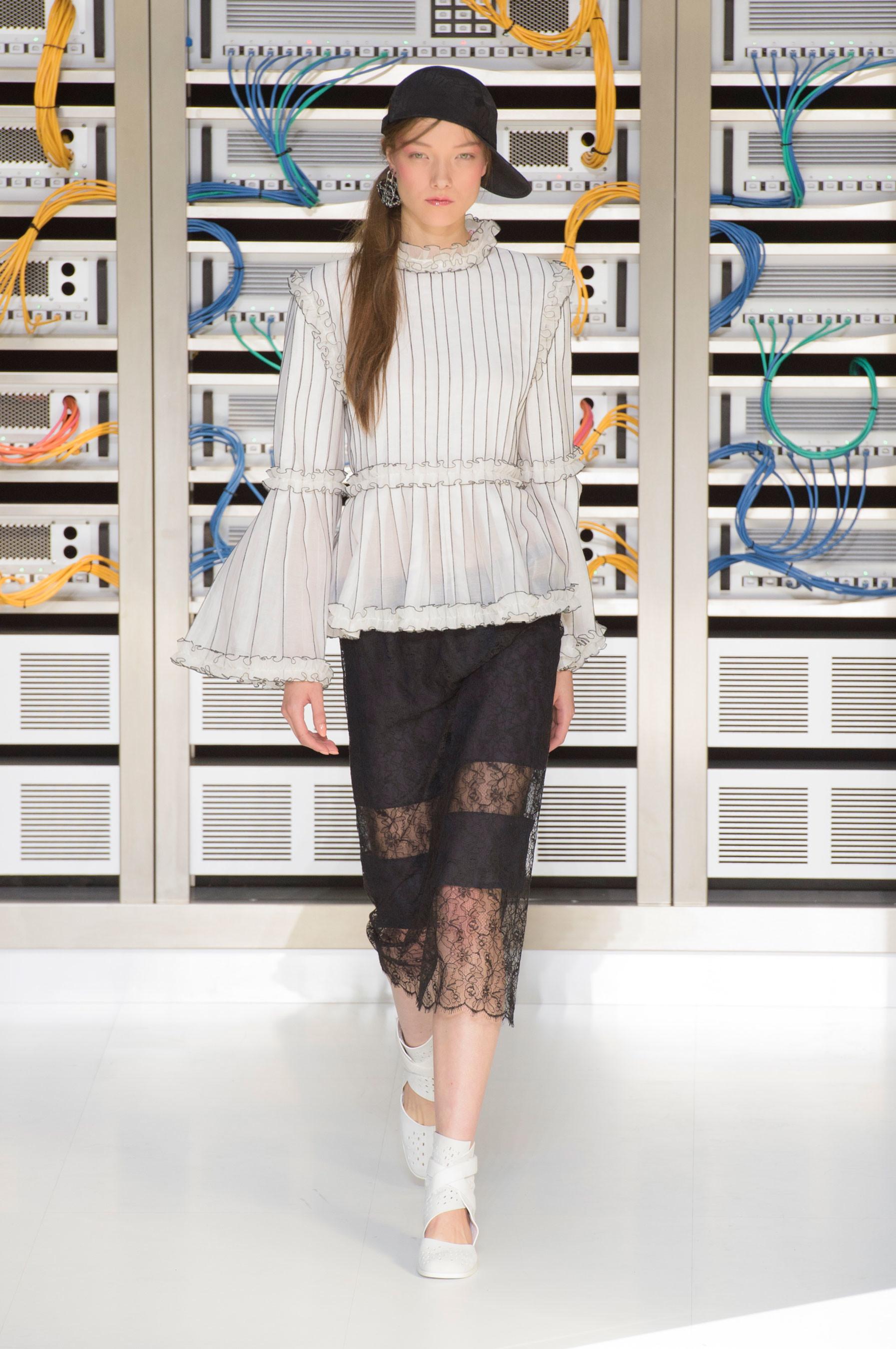 Foto de El regreso al futuro de Chanel en su colección Primavera-Verano 2017 (71/96)