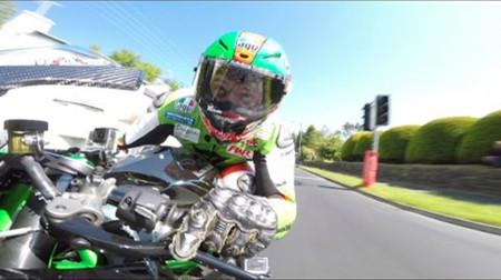 Esto es la Kawasaki Ninja H2R en la Isla de Man, ¡agárrense!
