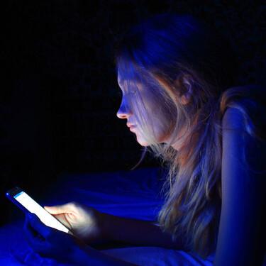 Los pediatras alertan de que los adolescentes pasan más de cinco horas diarias frente a pantallas y advierten de los peligros
