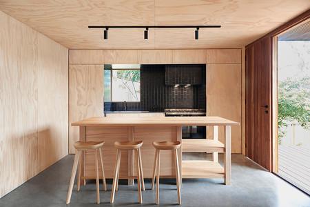Puertas abiertas: OCM House, una vivienda minimalista y sostenible del estudio Jackson Scott