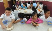 La Xunta de Galicia prohibe que los niños lleven su tartera al colegio