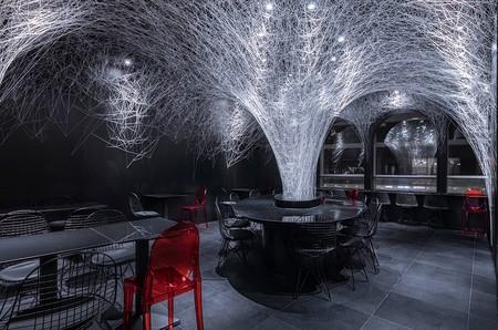 Este restaurante de fideos en Beijing nos sorprende con una decoración inspirada en su producto estrella de manera espectacular