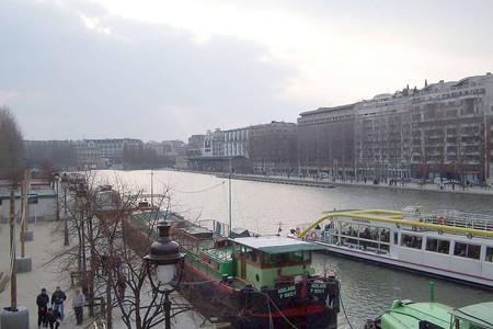 París abre uno de sus canales para el baño público