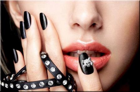 El esmalte de uñas efecto cuero de la firma Nails Inc London