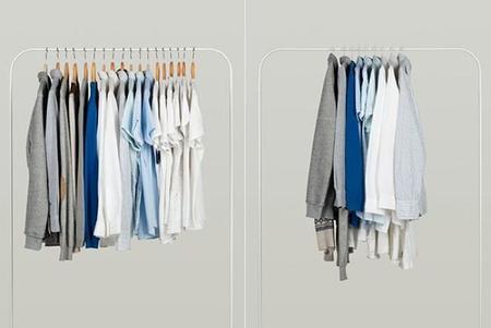 Perchas 39 inteligentes 39 para que tu ropa ocupe menos for Perchas blancas ikea