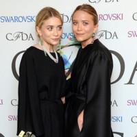 Ashley y Mary-Kate Olsen, de negro riguroso en los CFDA Awards 2014