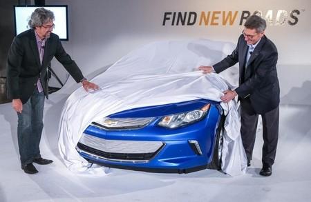 General Motors presenta la actualización de su sistema de recarga, y de paso, el morro del Chevrolet Volt 2016