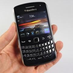 blackberry-curve-apollo-se-deja-querer-por-la-camara
