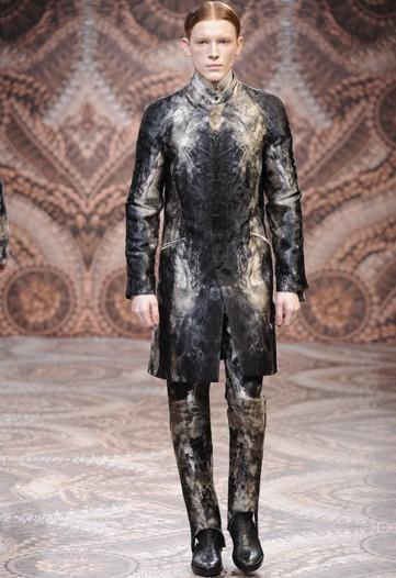 Foto de Alexander McQueen, Otoño-Invierno 2010/2011 en la Semana de la Moda de Milán (13/13)