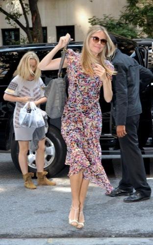 Looks con glamour por Sienna Miller II