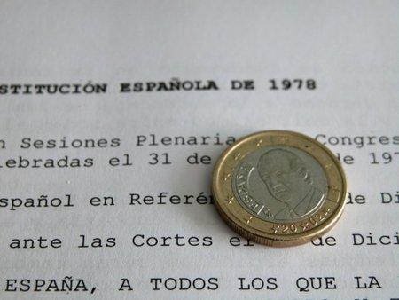 PSOE y PP violentan la Constitución