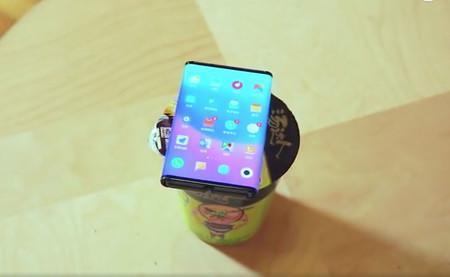 Xiaomi muestra de nuevo su dispositivo plegable en un vídeo teaser: aparece funcionando y plegándose muy fácilmente