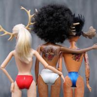 TrophywifeBarbie: la cuenta más transgresora de Instagram que nos muestra a Barbie con celulitis, brackets,...