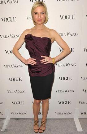 Reneé Zellweger vestida de algo más que Carolina Herrera