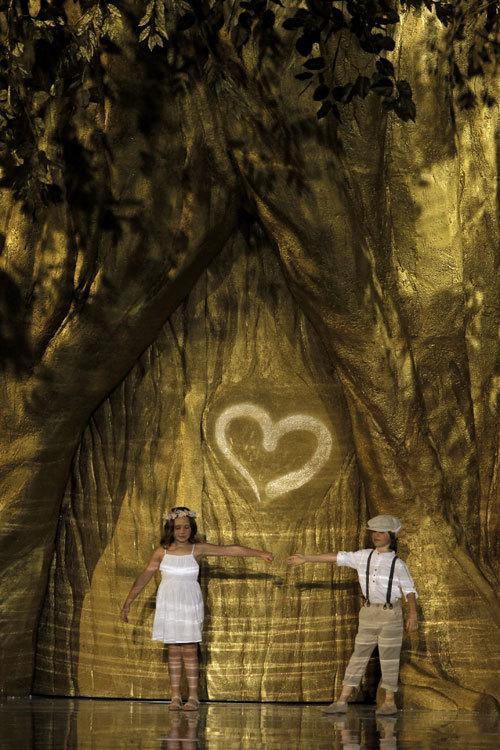 Desfile de Pronovias 2014: el primer amor